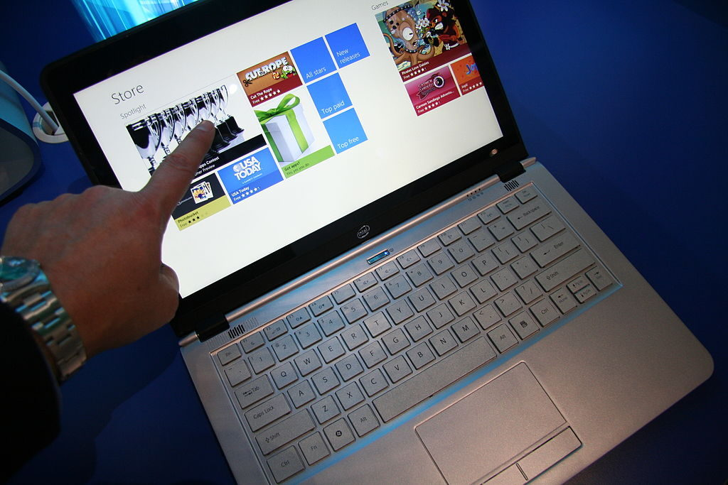 1024px-Online_Shopping_with_Touchscreen_Ultrabook