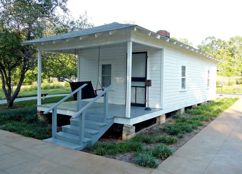 Elvis'_birthplace_Tupelo,_MS_2007