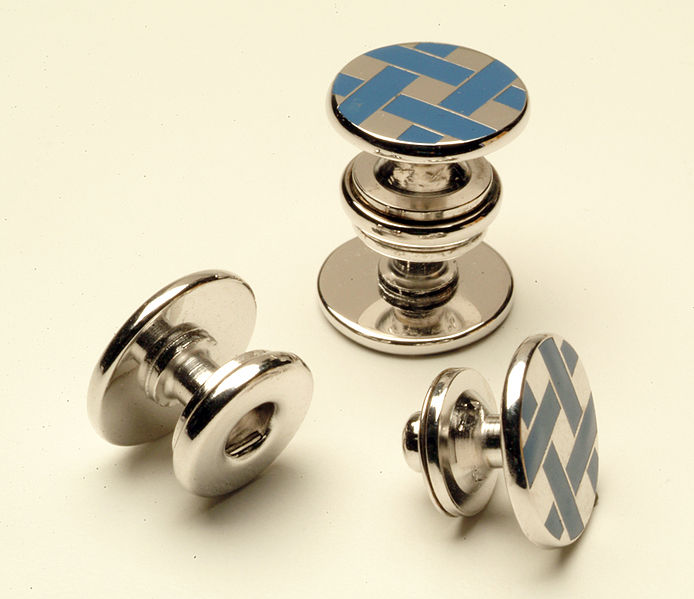 694px-Double-sided_button_snap_cuff_link
