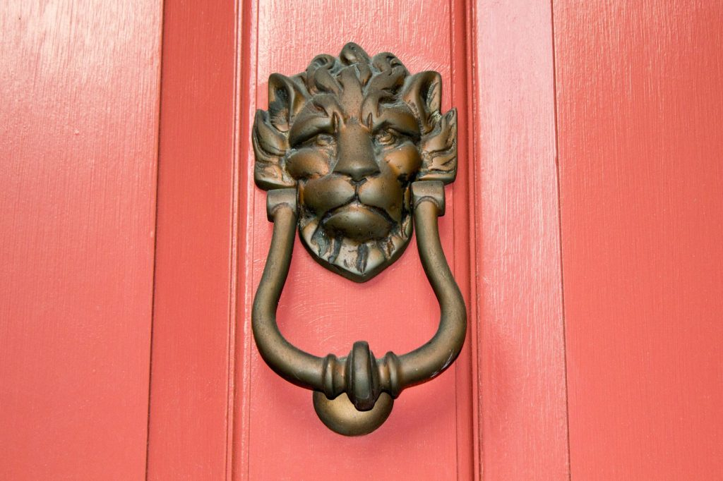 door-knocker-1499243_1920