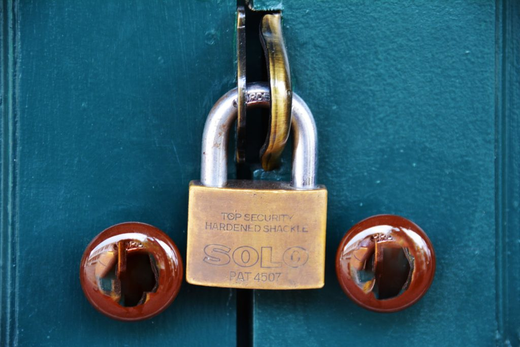 pad-lock-1379463_1920